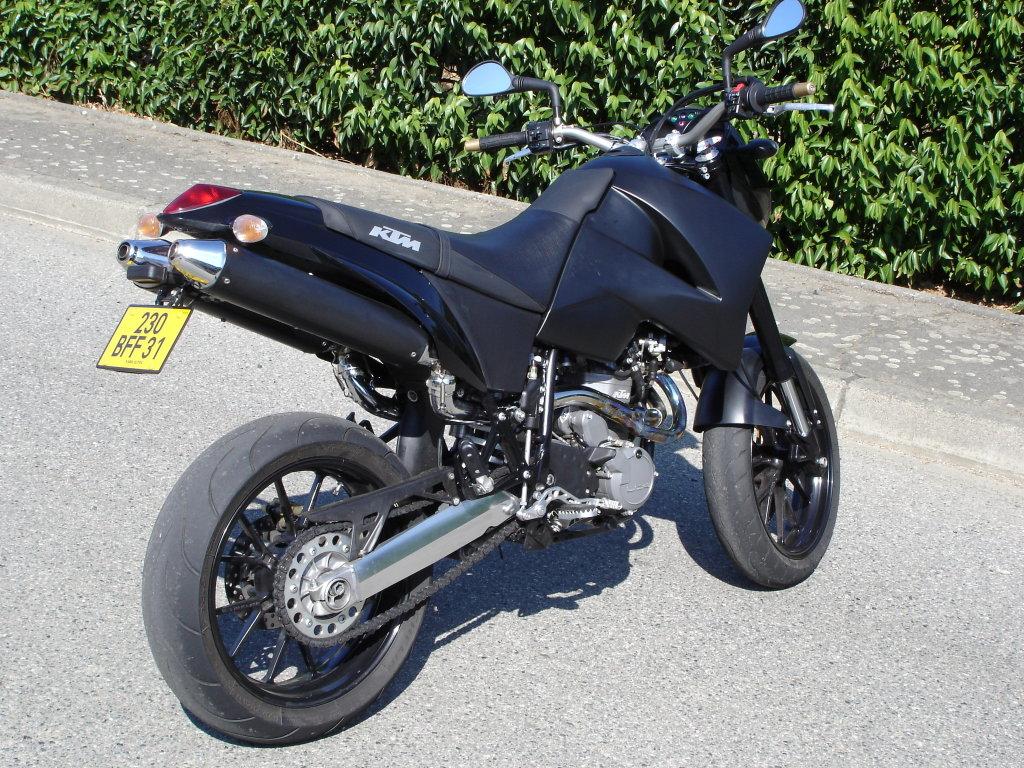 ktm 640 duke ii lc4 2004 les sept p ch s du motard. Black Bedroom Furniture Sets. Home Design Ideas